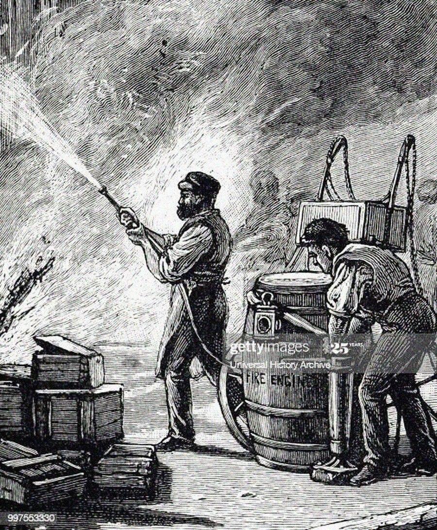 Из истории пожарных гидрантовНесмотря на то, что водопроводы в городах России стали появляться еще в начале 1800х годов, для нужд пожаротушения они долгое время не использовались. Специальное устройство, позволяющее забирать воду из водопровода для тушения пожаров, пожарный гидрант, разработал русский инженер Николай Петрович Зимин, и запатентовал в 1882 году. В основу изобретения легли чертежи ранее разработанного в США пожарного крана «firecock».В то время использование пожарных гидрантов для нужд пожаротушения влекло за собой необходимость реконструкции водопроводных сетей, не рассчитанных на высокое давление и расходы, однако эффективность устройства в экстренных ситуациях была очевидна. Согласно «Проекту снабжения города Москвы водою и охраны его от пожаров», который также разработал Зимин, стало возможным в нужных местах организовать подачу воды расходом «50 ведер в минуту в виде свободных струй высотой не менее 12 саженей (25,5 м)». Новый Мытищинский водопровод, построенный в 1892 году уже сразу был оборудован пожарными кранами, установленными с шагом 50 саженей (порядка 100 м). Хотя разработки Зимина предполагали и наземные и подземные варианты установки гидрантов, в нашей стране в подавляющем большинстве используется подземное исполнение.В США история пожарных кранов на водопроводной сети берет свое начало с изобретения инженера Philadelphia Water Works, Фредерика Граффа. Первые чугунные колонки для тушения пожаров были изготовлены в 1802 году по чертежам Граффа на заводе Foxall & Richards, производящем пушки. Некоторое время для тушения пожаров также использовались и модернизированные деревянные водоразборные колонки.По иронии судьбы патент Граффа на первый в мире пожарный гидрант сгорел при пожаре в патентном бюро в 1836 году и не был восстановлен. Поэтому автором самого раннего патента 1838 года считается другой американец - Джон М. Джордан. А пожарный гидрант наземной установки, который сейчас повсеместно используется в США и в странах запада – это усов