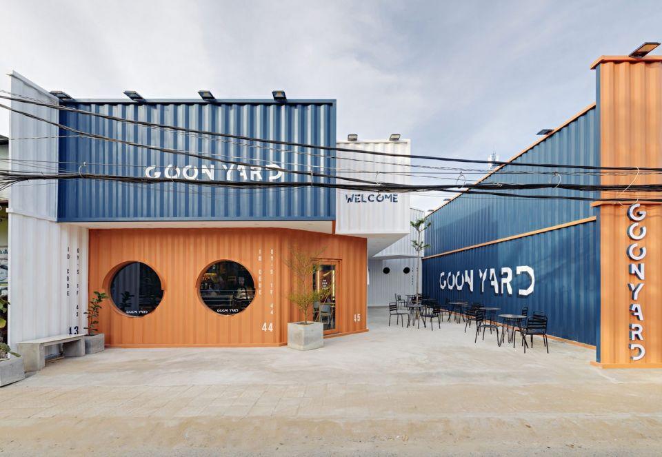 """""""Контейнерное"""" кафе Goon Yard во ВьетнамеКрасивый индустриальный проект небольшого кафе площадью 230 м2 реализован во вьетнамском городе Кантхо по проекту Ksoul Studio. В проекте использован потенциал мобильного строительства с применением морских грузовых контейнеров.Сами контейнеры применены частично, однако единый """"контейнерный"""" стиль распространяется на все интерьеры и экстерьер объекта, выделяя оранжевый и синий и белый цвета.По мнению архитекторов, такое решение позволило создать точку притяжения для современной молодежи, место для встреч и общения и одновременно с этим, остаться в рамках исторического контекста портового города.Чертежи - Архитектура. Планы и разрезы (https://clck.ru/SkRzD)#контейнеры #вьетнам"""