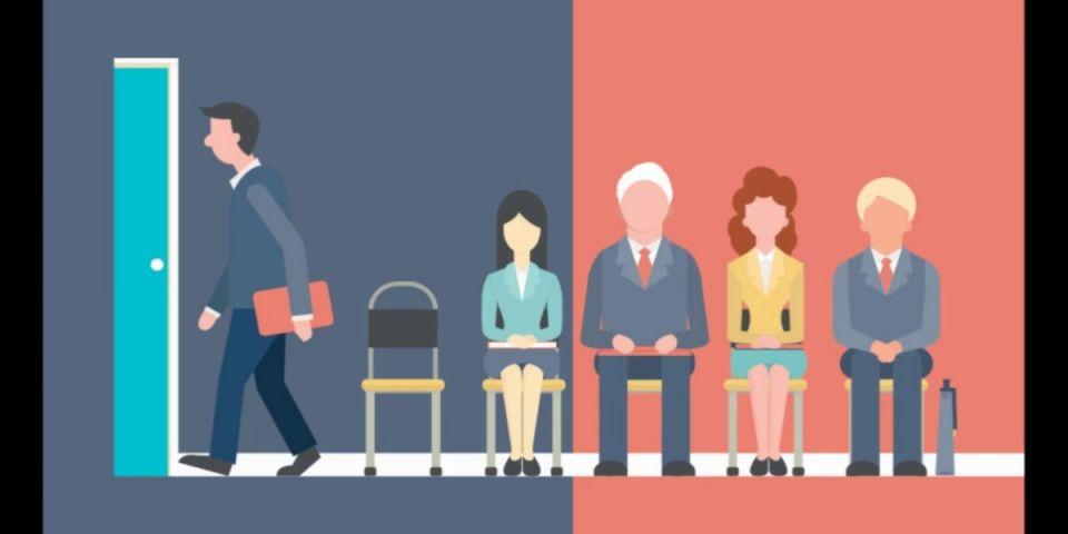 """Проблемы """"текучки"""" персонала в организациях.Сегодня большинство руководителей убедились в важности вопросов кадровой политики, поскольку какой бы хорошей ни была идея, воплощать ее в жизнь будут сотрудники организации. И только удачно подобранный трудовой коллектив, команда единомышленников способны реализовать стоящие перед компанией серьезные задачи.В настоящее время одной из серьезных проблем, стоящих перед российскими компаниями, является значительный уровень текучести персонала - процесса изменения кадрового состава, обусловленного увольнением одних сотрудников и приходом на их место других.Факторы, вызывающие текучесть персонала, разнообразны, имеют разные источники, сила их влияния различна, изменчива и зачастую трудно поддается количественной оценке. Условно все факторы можно разделить на три группы: внешние и внутренние по отношению к организации и личностные факторы, характеризующие сотрудника. К внешним относятся такие факторы, как демографическая и экономическая ситуация в регионе, семейные обстоятельства, появление новых предприятий, а к личностным факторам относятся возраст работников, уровень их образования и квалификации, опыт работы. В связи с тем, что руководство может оказать влияние только на условия труда внутри самой организации, то к внутренним факторам можно отнести:1. Неконкурентоспособные ставки оплаты труда не способствуют привлечению новых специалистов и вынуждают сотрудников искать более выгодные предложения. 2. Отсутствие карьерного роста, приобретения опыта, возможности обучения или повышения квалификации - одна из самых распространенных причин ухода сотрудников. Простое повышение заработной платы в таком случае устроит его лишь ненадолго - не более чем на полгода.3. Нескладывающиеся отношения с коллективом и руководством, постоянный дискомфорт на работе - очень сильный и все более распространенный побудительный мотив, чтобы поменять ее, даже при весьма высоком уровне оплаты труда в престижной компании и на солидной должности.4. Однооб"""