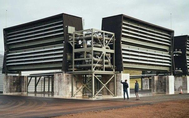 В Исландии запустили в работу необычный завод OrcaУстановка Orca, спроектированная швейцарской инжиниринговой компанией Climeworks, предназначена для улавливания углекислого газа из воздуха и переработки его в стабильное твердое состояние для последующего захоронения под землей. Первый завод, улавливающий порядка 4000 тонн углекислого газа в год, уже начал работать в Исландии. По информации разработчиков проекта, годовая производительность завода соответствует годовым выбросам от 870 автомобилей.При этом, работа завода осуществляется за счет возобновляемых источников энергии - от геотермальной электростанции. На сегодняшний день это наиболее масштабный реализованный проект такого рода , при этом важно, что сам по себе завод не дает никаких выбросов.Планируется что сооружение будет тестироваться в течение некоторого времени, а затем будет принято решение о его расширении, так как проект модульный и позволяет легко масштабировать результат. В настоящее время Orca состоит из 8 модулей, а сборка завода заняла 15 месяцев. При необходимости модули могут быть разобраны и собраны в другом месте, в любой точке мира.#экология #исландия
